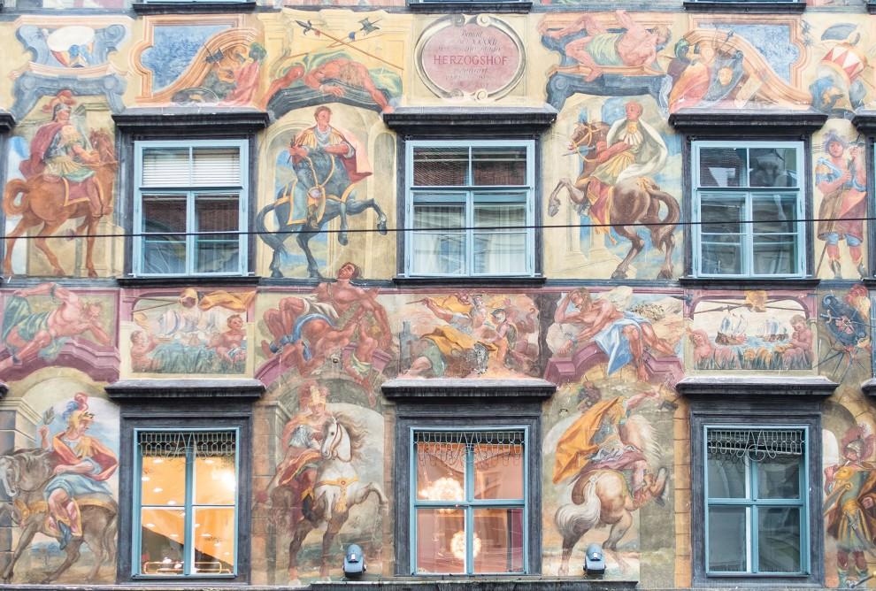 Gemaltes-Haus_Grazklein-990x668