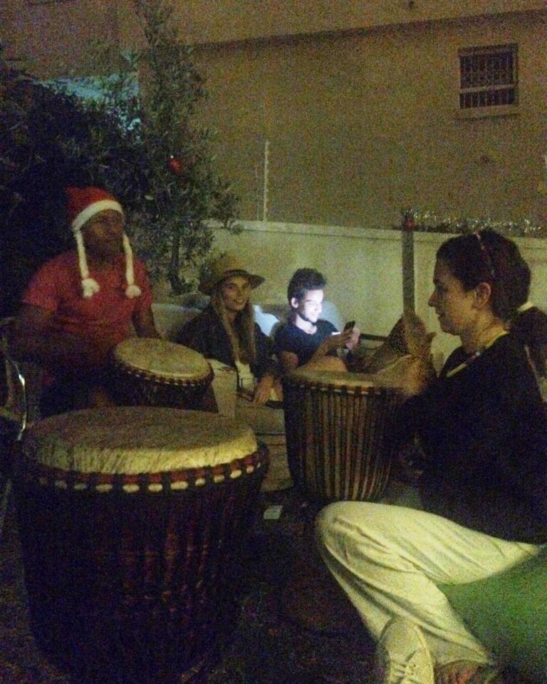 O akşam geleneksel Afrika Djembe'si bile çaldım.
